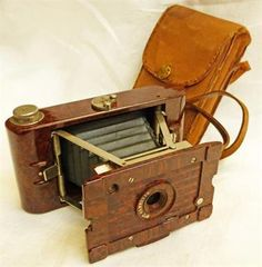 NO.2 HAWKETTE FOLDING CAMERA WITH BROWN WALNUT EFFECT BAKELITE CASE IN CANVAS BAG WITH LEATHER STRAP