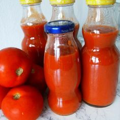 Reteta Ketchup is part of pizza - Reteta Ketchup din Carte de bucate, Conserve, muraturi Specific Romania Cum sa faci Ketchup Pizza Recipes, Cooking Recipes, Canning Pickles, Tasty, Yummy Food, Hot Sauce Bottles, Preserves, Celery, Food And Drink