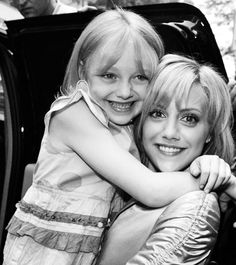 Brittany Murphy + Dakota Fanning