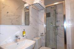 Hotel Melantrich - koupelna Lodges, Prague, Alcove, Bathtub, Bathroom, Standing Bath, Washroom, Cabins, Bathtubs