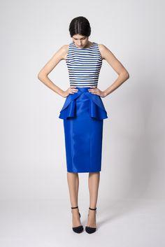 NUBBE CLOTHES S/S '17 | FALDA MIDI  Andrea es una falda confeccionada en tafeta midi con un precioso detalle de volantes a la altura de la cintura.  Imagen: Falda Andrea. Colección Nubbe Clothes #SS17  #moda #fashion #madeinspain #modagallega  http://nubbeclothes.com/shop/faldas-y-pantalones/falda-andrea/