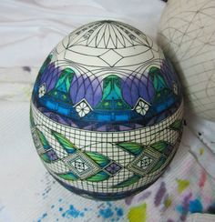 Mark Malachowski working on his shading technique on this lovely egg.