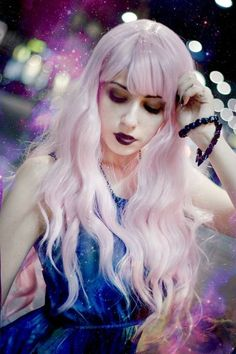 I LOVE and WANT her hair. <3