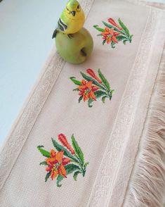 Beaded Cross Stitch, Cross Stitch Flowers, Flower Patterns, Canvas, Instagram, Cross Stitch Borders, Towels, Chop Saw, Punto De Cruz