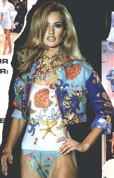 Karen Mulder walked for Gianni Versace 1991 Versace Fashion, Runway Fashion, Fashion Outfits, Womens Fashion, Couture Fashion, Fashion Top, Fashion Beauty, Fashion Trends, 1990s Supermodels