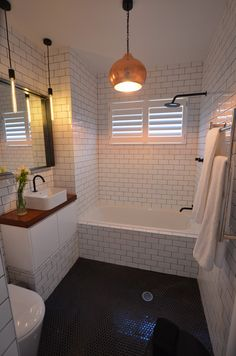Cozy Tiny House Bathroom Design Ideas That Will Inspire You - Looking for small bathroom ideas? Take a look at our best small bathroom design ideas to inspire you before you start redecorating your bathroom design. Bathroom Countertops, Bathroom Flooring, Bathroom Tiling, Vanity Countertop, Ikea Bathroom, Black Countertops, Kitchen Counters, Bathroom Colors, Bad Inspiration