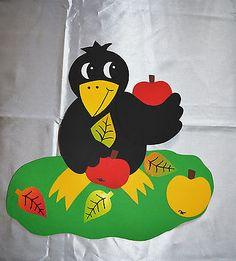 Fensterbild aus Tonkarton *Rabe* Fall Pallet Signs, Fall Halloween, Tweety, Flannel, Arts And Crafts, Snoopy, Autumn, Bird, Techno