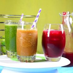 Te presentamos tres deliciosos jugos que son perfectos si te encuentras en una d… We present three delicious juices that are perfect if you are on a diet or simply if you want a light and healthy breakfast. Healthy Juice Recipes, Healthy Juices, Detox Recipes, Healthy Smoothies, Healthy Drinks, Smoothie Recipes, Healthy Eating, Detox Juices, Healthy Water