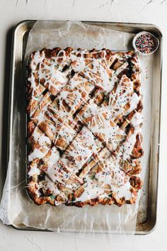 apple slab pie : birthday edition – moments of sugar Tart Recipes, Apple Recipes, Sweet Recipes, Dessert Recipes, Desserts, Birthday Pies, Apple Slab Pie, Cooked Apples, Apple Filling
