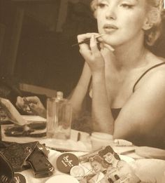 Marilyn Monroe Makeup How-To Step By Step Tutorial | Sollection | Silva Collection