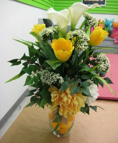 Tulip/lemon centerpiece- By Christina Villasenor 3049