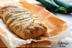 Lo strudel zucchine cotto e ricotta è un secondo piatto facile e veloce da preparare. Può essere anche servito come antipasto, oppure presentato a buffet o feste