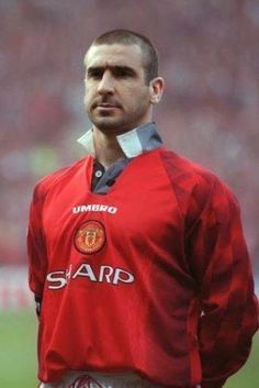 Éric Daniel Pierre Cantona (born 24 May i he won four Premier League titles in five years and two League and FA Cup Doubles with United Manchester United Legends, Manchester United Football, Leeds United, British Football, Eric Cantona, Sport Football, Football Shirts, Premier League, Fifa