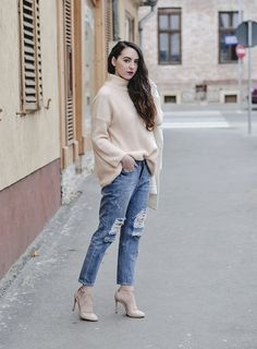 Distressed.  #rippedjeans #oversized #heels