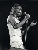 Stock Photo - May 1974 - Rod Stewart in satin and sequin during a north London concert appearance. Rod Stewart on stage in London Music Tv, Music Stuff, Ronnie Wood, British Rock, Rod Stewart, North London, Forever Young, Music Artists, Rock N Roll