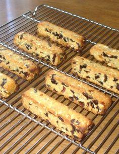 楽天が運営する楽天レシピ。ユーザーさんが投稿した「低糖質☆ソイジョイみたいな大豆バー」のレシピページです。ナッツとフルーツぎっしりの大豆バーは低糖質だけど栄養たっぷり。ポリ袋の中で生地をまとめるから成形が簡単です。持ち運びやすくて部活前のおやつにもぴったり♪。ソイジョイ 大豆バー。★大豆粉,★アーモンドパウダー,★ベーキングパウダー,バター(マーガリン可),はちみつ,(牛乳or水),ドライフルーツ,ナッツ(生ならロースト)