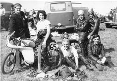 Members of the Chiltern Racing Club. Duncan Mitchell, Barbara Bound, Jim Bound, Ian & Derek Carter and Roy Righini. – via Classic 50 Racing Club Motos Vintage, Vintage Motorcycles, Antique Bicycles, Motorcycle Clubs, 50cc, Lady Biker, Road Racing, Classic, Vroom Vroom