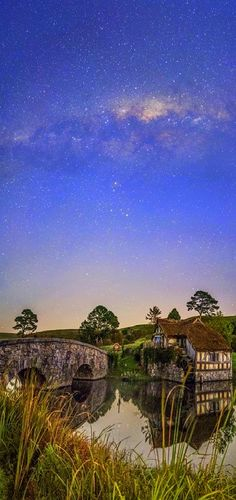 hobbiton — Bag end, hobbiton, the Shire, middle earth Beautiful World, Beautiful Places, Picture Places, Underground Homes, Milky Way, Middle Earth, Auckland, The Great Outdoors, Places To See