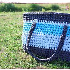 Jak zrobić czapkę na szydełku? Łatwa czapka dla początkujących ⋆ Pasart Blog Messenger Bag, Satchel, Crochet, Aga, Blog, Tulips, Ganchillo, Blogging, Crocheting