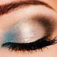 Blue brown eyeshadow