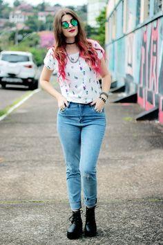 Meninices da Vida: Look Camila Rech: T-shirt, jeans e coturno