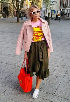 There's nothing sweeter than a nostalgic brand tee to celebrate your love of sweets, + awaken your weekend wardrobe. Mix it with SS17 faves, such as a ruffle midi skirt, but keep that retro vibe going to make it a winner. Add cutesy 70s round shades, plus a pastel leather jacket draped round the shoulders. Finish with city-stroll perfect sneaks and a bold shoulder bag