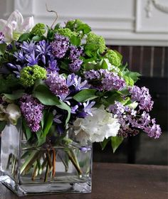 Make Your Cut Flowers To Last Longer.  http://www.freshinterior.me/make-your-cut-flowers-to-last-longer/