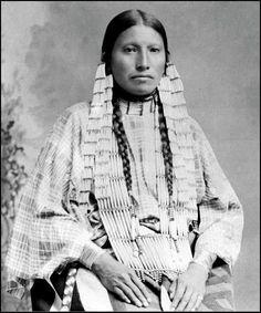 Mrs Thunder Bear, the famous interpreter among the Lakota (Sioux)- Circa 1891 - Photographer unknown. Native American Images, Native American Beauty, American Indian Art, Native American Tribes, Native American History, American Indians, American Symbols, Ansel Adams, Edward Weston