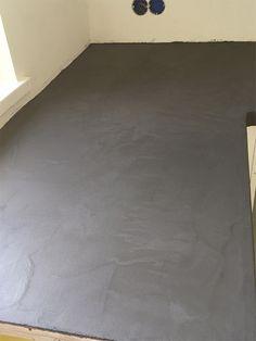 voor de badkamer; keramische tegels, maar lijkt op houten vloer ...