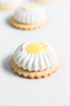 Lemon Meringue Cookie Tarts are the perfect combination of sweet and sour, soft and crunchy and is delicate but yet fierce. Lemon Meringue Cookie Tarts are the perfect combination of sweet and sour, soft and crunchy and is delicate but yet fierce Lemon Desserts, Lemon Recipes, Mini Desserts, Just Desserts, Sweet Recipes, Baking Recipes, Cookie Recipes, Delicious Desserts, Dessert Recipes