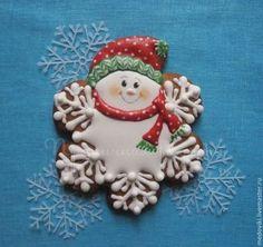 Купить или заказать Пряники расписные Веселые снежинки в интернет-магазине на Ярмарке Мастеров. В канун Нового года подарите родным и близким пряничную радость в виде Веселых снежинок!) Улыбнитесь вместе с ними и передайте эту улыбку дорогим людям! Несомненно, они не оставят равнодушными ни детей, ни взрослых! Каждый пряничек упаковывается в прозрачный пакетик. завязанный атласной лентой. Можно приобрести прянички в индивидуальной упаковке - коробочке из дизайнерского картона. Christmas Sweets, Christmas Goodies, Christmas Snowman, Christmas Time, Fancy Cookies, Sweet Cookies, Ginger Cookies, Snowman Cookies, Xmas Cookies