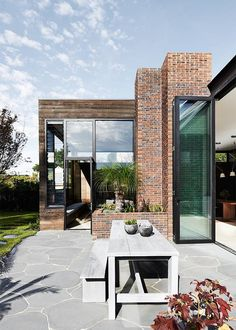 Malvern House da Robson Rak Architetti e Interior Designers Residential Architecture, Contemporary Architecture, Interior Architecture, Drawing Architecture, Exterior Design, Interior And Exterior, Brick Design, Malvern House, Halls