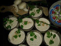 Verrines « Les Petits Parisiens »     5 gros champignons de Paris 1 champignon de Paris, pour la déco 7 fromages type « Vache qui rit » 1 tranche de jambon blanc 20 cl de crème épaisse Cerfeuil Sel, poivre