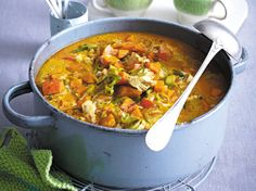 Our popular recipe for curry chicken stew and more than other free recipes on LECKER. Our popular recipe for curry chicken stew and more than other free recipes on LECKER. Curry Recipes, Healthy Chicken Recipes, Vegetarian Recipes, Cooking Recipes, Stew Chicken Recipe, Chicken Curry, Recipe Stew, Braised Chicken, Chicken Rice