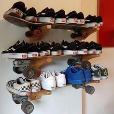 Many people believe that there is a magical formula for home decoration. You do things… Skateboard Bedroom, Skateboard Decor, Skateboard Shelves, Skateboard Furniture, Room Ideas Bedroom, Bedroom Decor, Ikea Deco, Grunge Room, Cute Room Decor