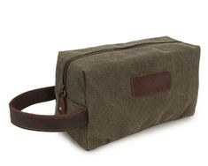 Convenient strap with ample space for toiletries or cosmetics.Dimensions: x x Army green, grey
