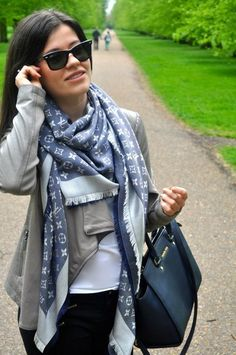 5 days and 5 ways to carry a Louis Vuitton bag for women Louis Vuitton Louis Vuitton Tuch, Foulard Louis Vuitton, Vuitton Bag, How To Wear Scarves, Designer Scarves, Weekend Wear, Scarf Styles, Fashion Outfits, Womens Fashion