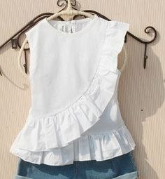 Blusa evasê com babado – DIY- marlene mukai – molde infantil Hola a todos, . Girls Frock Design, Baby Dress Design, Baby Girl Dress Patterns, Baby Frocks Designs, Kids Frocks Design, Kids Dress Wear, Girl Fashion, Fashion Outfits, Frocks For Girls