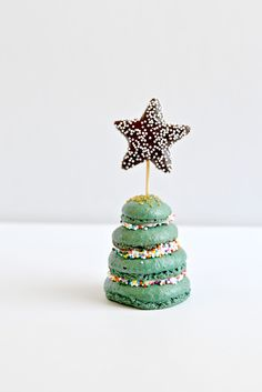 Macaron Christmas Trees via @bakeaholic
