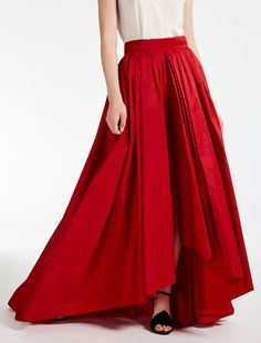 Enter the world of Max Mara: let yourself be won over by the elegance and hand-crafted quality of our collections. Max Mara, Velvet Skirt, Red Velvet, Taffeta Skirt, Couture Details, Red Skirts, Refashion, Prom Dresses, Outfits