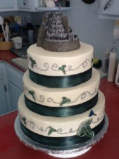 Google Image Result for http://kimssugartherapy.com/wp-content/uploads/2012/09/Lord-of-the-Rings-Cake1.jpg