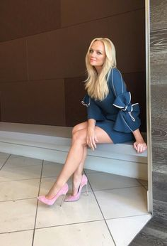 Celebrity Leg Show: Emma Bunton Emma Bunton, Spice Girls, Great Legs, Beautiful Legs, Beautiful Women, Classy Women, Sexy Women, Dame Chic, Pernas Sexy