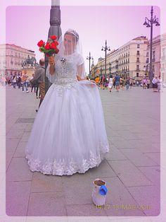 Madrid, Sol. Una graziosa Artista di Strada.