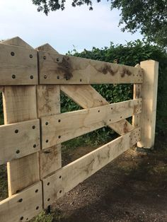 Wooden Garden Gate, Diy Garden Fence, Wooden Gates, Driveway Design, Driveway Gate, Fence Gate, Diy Gate, Timber Gates, Horse Barn Plans