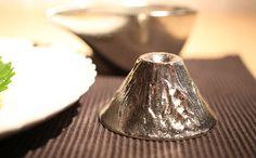 Please enjoy a drink at the Mount Fuji of Sake cup. NOUSAKU tin 100% Guinomi (Sake cup).