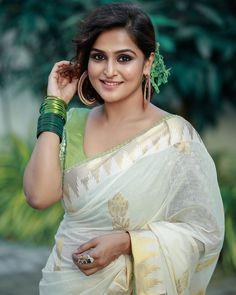 Onam Saree, Kerala Saree, Saree Blouse Patterns, Saree Blouse Designs, Beautiful Girl Indian, Gorgeous Women, Beautiful Saree, Set Saree, Saree Poses
