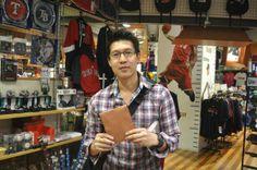 【大阪店】 2014年5月8日 タイからお越しのお客様です!NBAのキーホルダーをお買い上げ頂きました^^ またお越しくださいね^^#nba