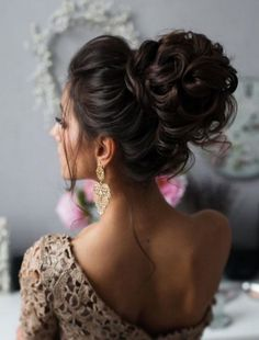 Tonya Pushkareva Long Wedding Hairstyle for Bridal via tonyastylist / http://www.himisspuff.com/long-wedding-hairstyle-ideas-from-tonya-pushkareva/26/