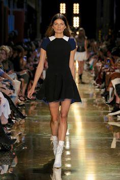 Alex Perry Ready-To-Wear S/S Runway gallery - Vogue Australia Love Fashion, Fashion Show, Autumn Fashion, Fashion Looks, Alex Perry, Vogue Australia, Australian Fashion, Formal Wear, Ready To Wear