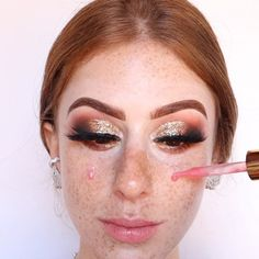 Videos No Instagram, Cut Crease, Halloween Face Makeup, Make Up, Beauty, Base, Graphic Makeup, Dark Circles Makeup, Makeup Course